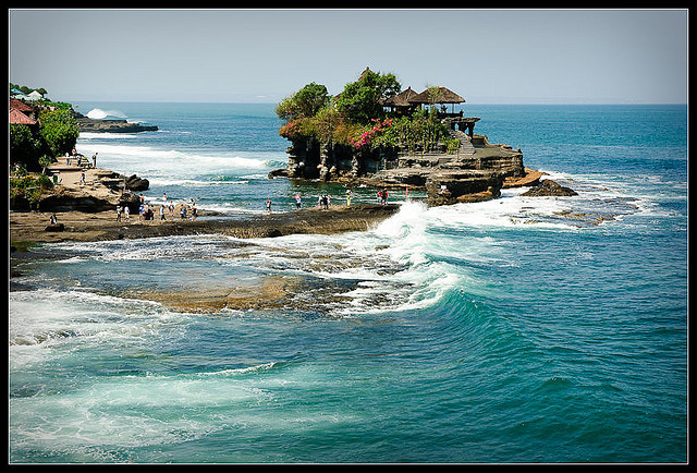 Pura Tanah Lot, Bali, photo credit: Jos Dielis via photopin cc